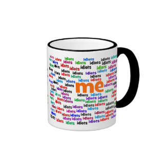 A un grupo de idiotas me rodeo totalmente taza de café