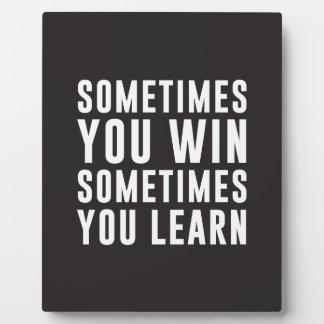 A veces usted triunfo, usted aprende a veces placa de madera