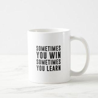 A veces usted triunfo, usted aprende a veces taza clásica
