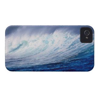 a wave building iPhone 4 Case-Mate case