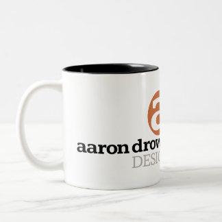Aaron ahoga la taza del logotipo del diseño
