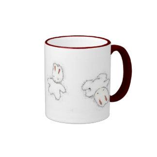 Abajo de la madriguera de conejo taza de dos colores