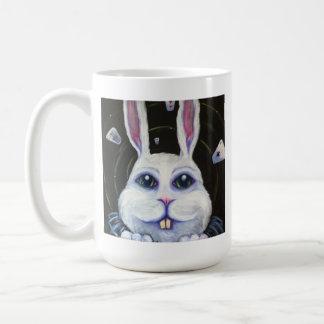 Abajo de la taza de la madriguera de conejo