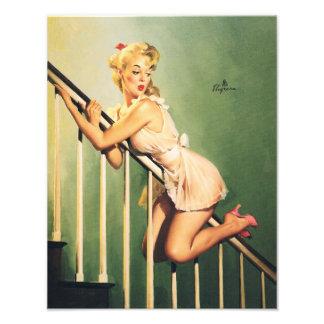 Abajo de las escaleras - chica retro Pin-para arri Fotografías