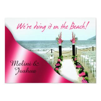 Abajo del boda de playa fucsia de las rosas