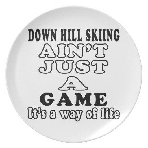 Abajo el esquí de la colina no es apenas un juego  plato para fiesta