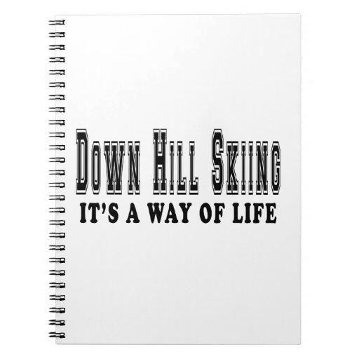 Abajo la colina que esquía él es manera de vida cuadernos