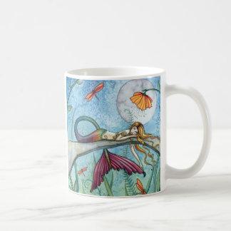 Abajo por el arte de la sirena de la charca taza