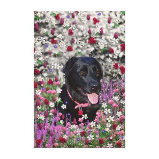 Abby en flores - perro negro del laboratorio impresion de lienzo