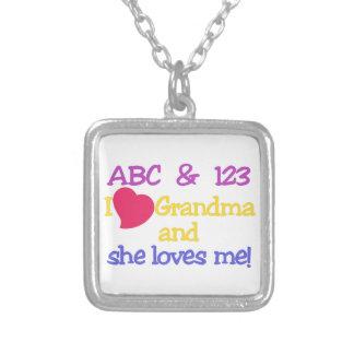 ¡ABC y la abuela y ella de 123 I me ama! Colgante Cuadrado