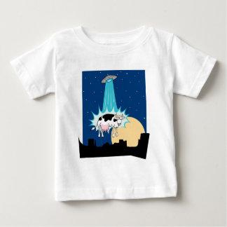 Abducción de la vaca del UFO Playera De Bebé