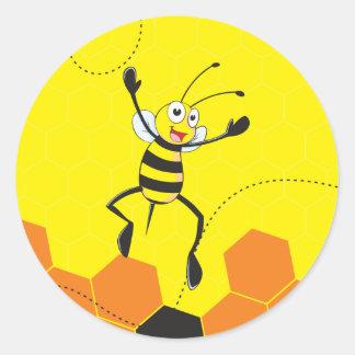 Abeja amarilla linda que salta Hurray Hoorah Pegatina Redonda