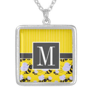Abeja amarilla y negra elegante collar plateado