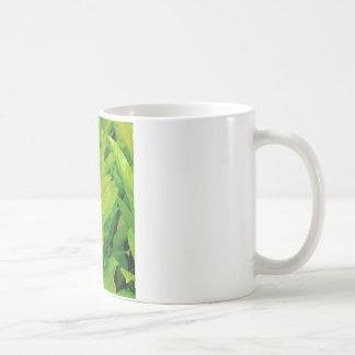 Abeja cariñosa verde taza clásica