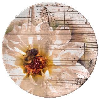 Abeja con la flor y el collage de las notas musica