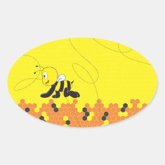 Abeja de arrastre sonriente feliz amarilla linda pegatina ovalada