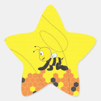 Abeja de arrastre sonriente feliz amarilla linda pegatina en forma de estrella