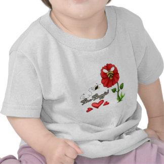 Abeja de Boppin de la abeja en la flor Camiseta