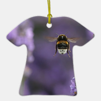 Abeja de la lavanda adorno de cerámica en forma de camiseta