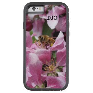 Abeja de la miel en el flor de Crabapple y sus Funda Tough Xtreme iPhone 6