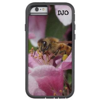 Abeja de la miel que poliniza el flor rosado del funda tough xtreme iPhone 6