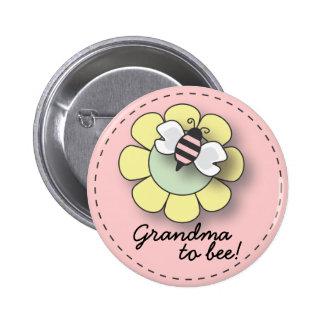 Abeja de la niña en abuela rosada al Pin de la ab
