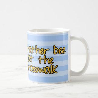 abeja de trabajador - guardia de travesía taza de café