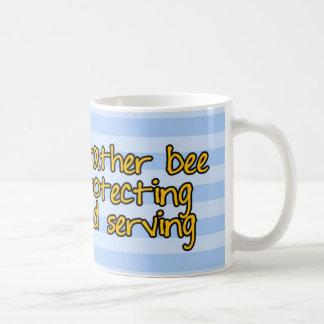 abeja de trabajador - oficial de policía taza básica blanca