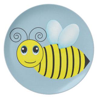 Abeja de zumbido linda de la miel plato