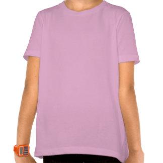 Abeja del chica que se sienta en una camisa rosada