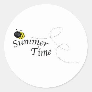 Abeja del tiempo de verano pegatina redonda