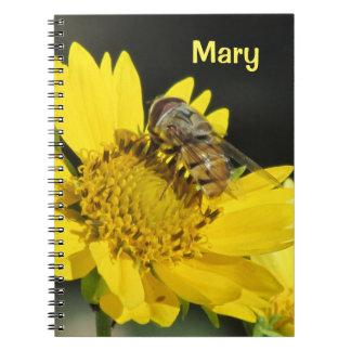 Abeja en la flor amarilla libros de apuntes