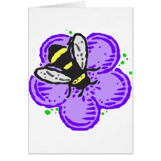 Abeja en la flor púrpura felicitación