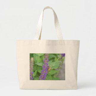Abeja en Salvia Officinalis