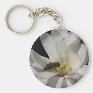 Abeja en un Centennial de la magnolia Llavero Redondo Tipo Pin
