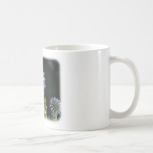 Abeja en una flor 9A50D-04 Taza De Café