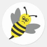abeja enojada pegatina redonda