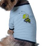 Abeja feliz del vuelo camisas de perritos