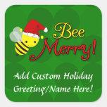 Abeja feliz, día de fiesta lindo del abejorro calcomanía cuadrada personalizada