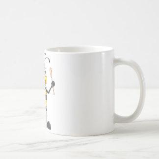 Abeja linda en el equipo del cocinero delicioso tazas de café