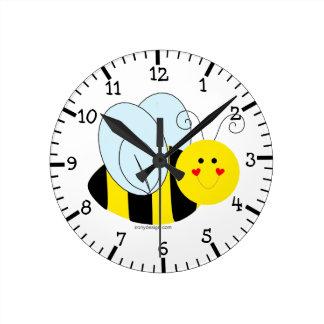 Abeja linda reloj redondo mediano