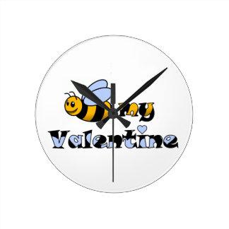 Abeja mi tarjeta del día de San Valentín Relojes De Pared