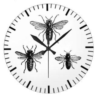 Abeja reina del vintage y ejemplo de trabajo de reloj redondo grande