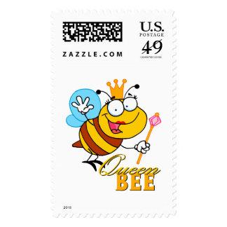 abeja reina divertida del dibujo animado con el franqueo