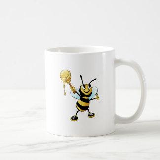 Abeja sonriente de la miel del dibujo animado que taza básica blanca