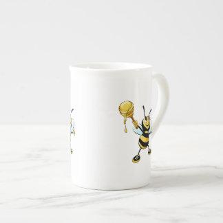 Abeja sonriente de la miel del dibujo animado que taza de porcelana