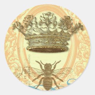 Abeja y corona pegatina redonda