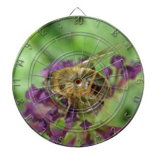 Abeja y tablero de dardo de las flores de la púrpu