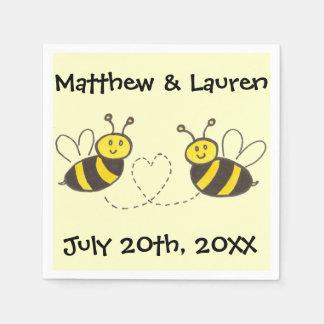 Abejas de la miel con el corazón en amarillo con servilletas desechables