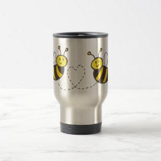 Abejas de la miel con el corazón taza térmica